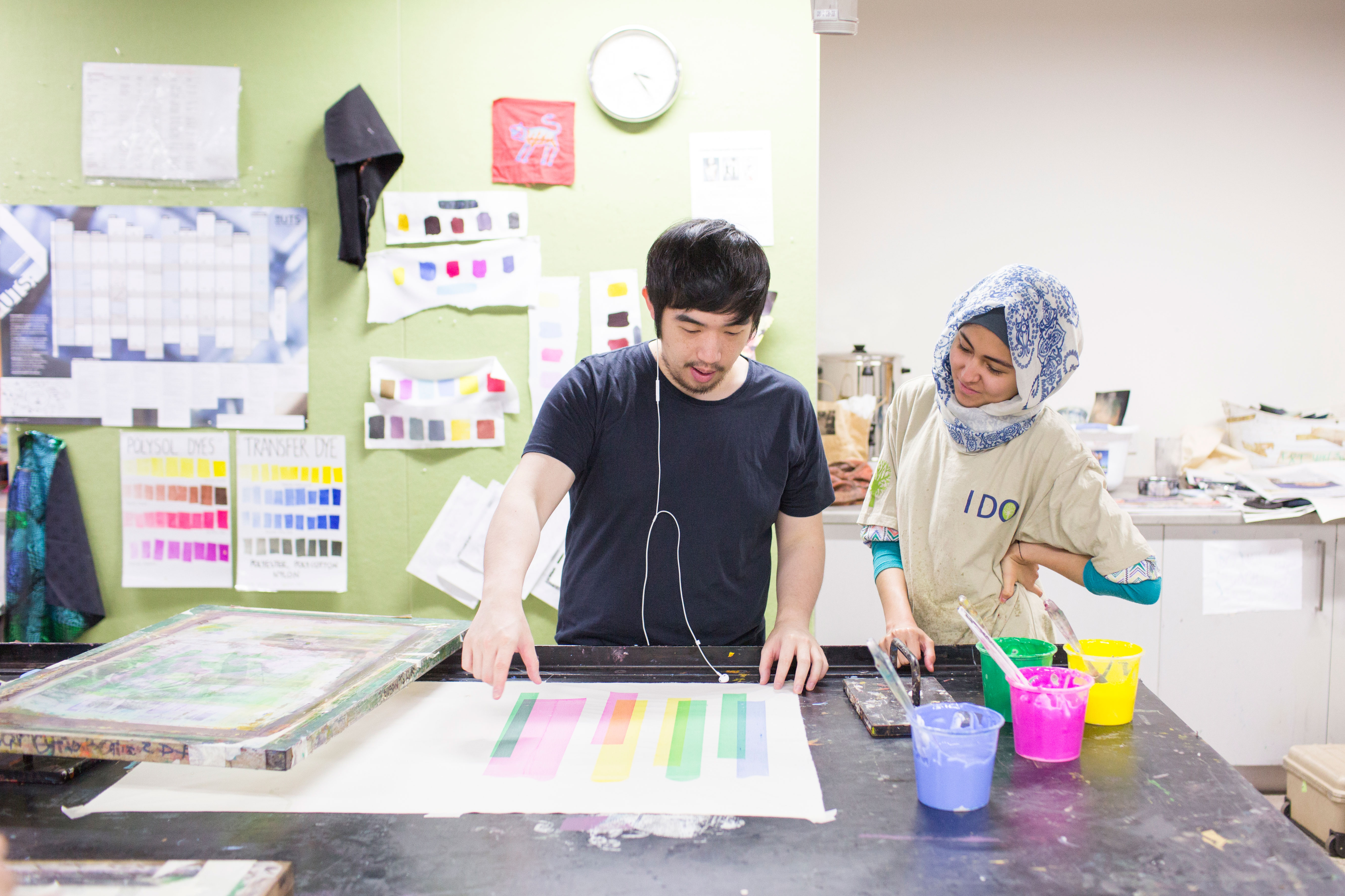 two uts students using the screen printing facilities