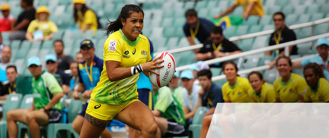 Photo of Tiana Penitani playing rugby