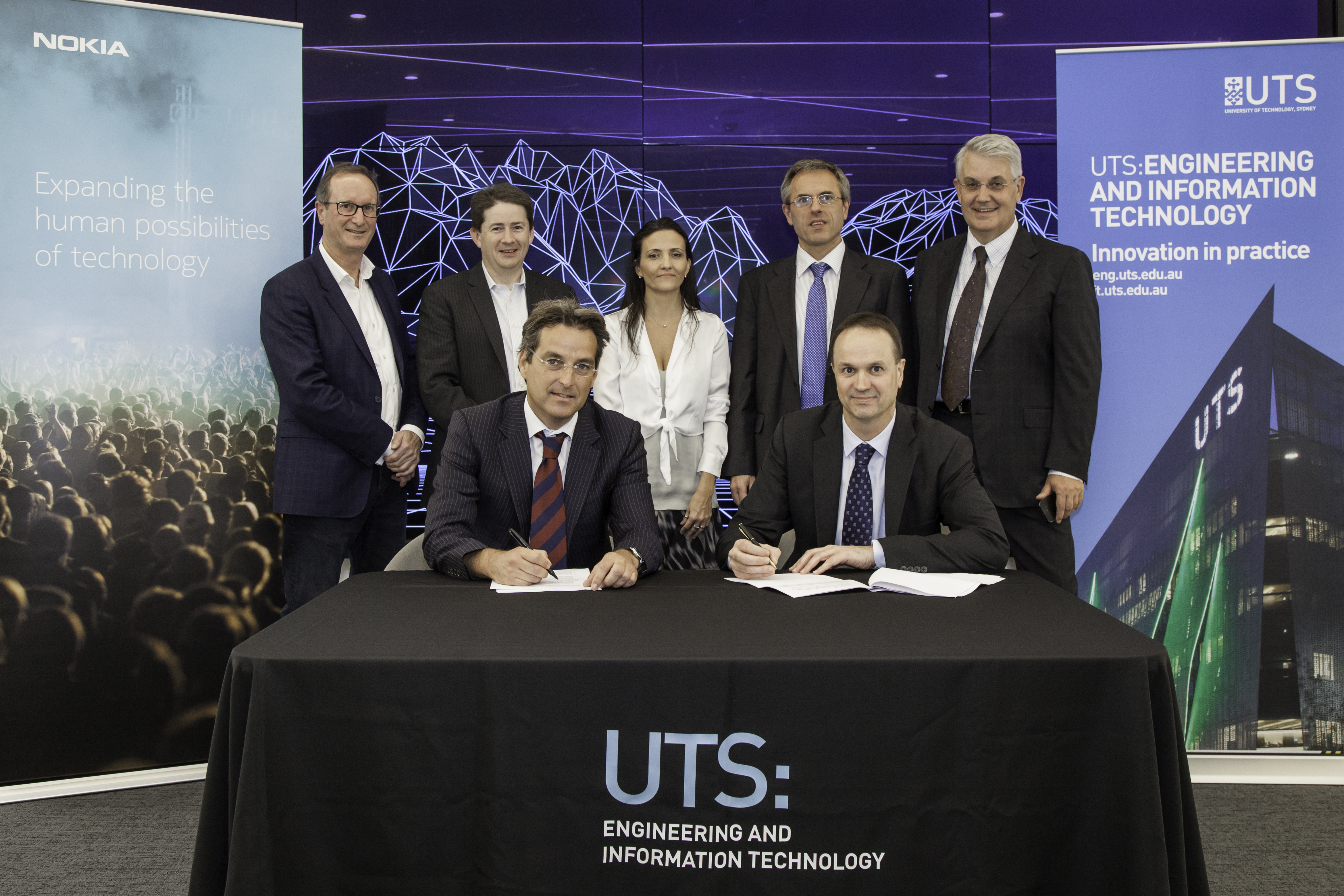 Signing the MoU between Nokia and UTS