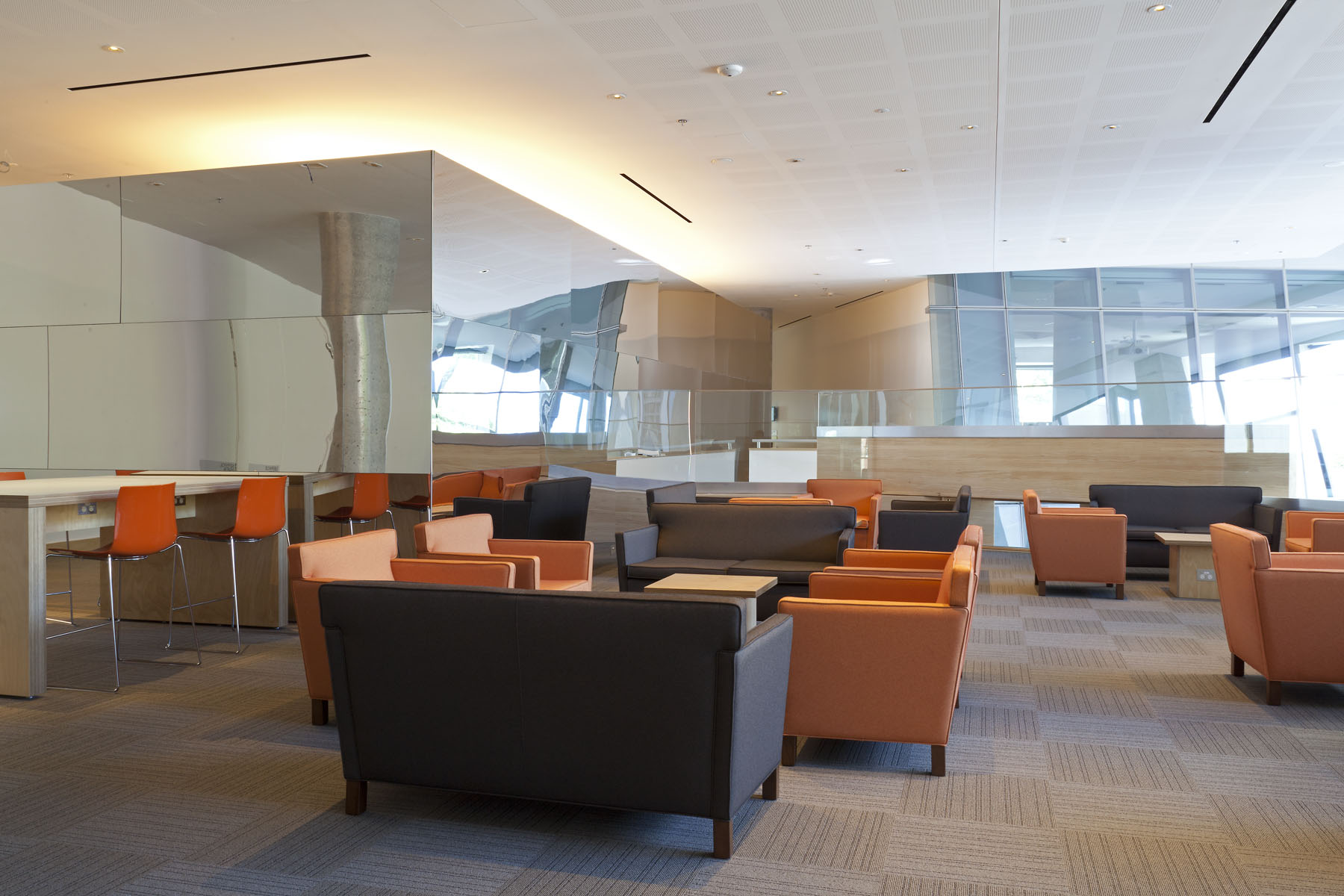 The graduate lounges on level four feature informal student seating to relax, study and connect. There is a well equipped kitchen and many power point plugs available for student convenience.