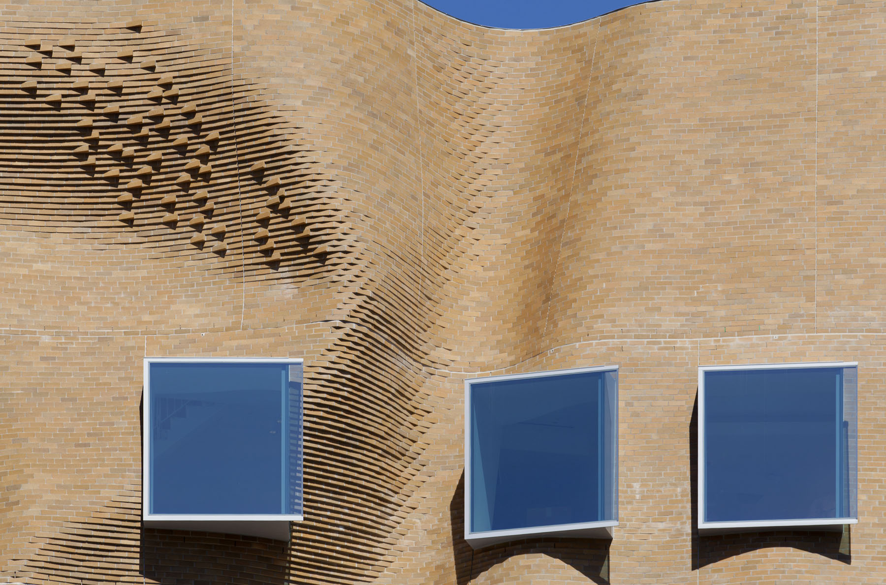 Detail photo of the undulating brick of the Dr Chau Chak Wing Building