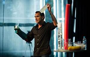 Ruben Meerman presenting a science talk