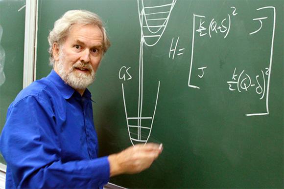 UTS theoretical chemist Professor Jeffrey Reimers has been awarded the David Craig Medal