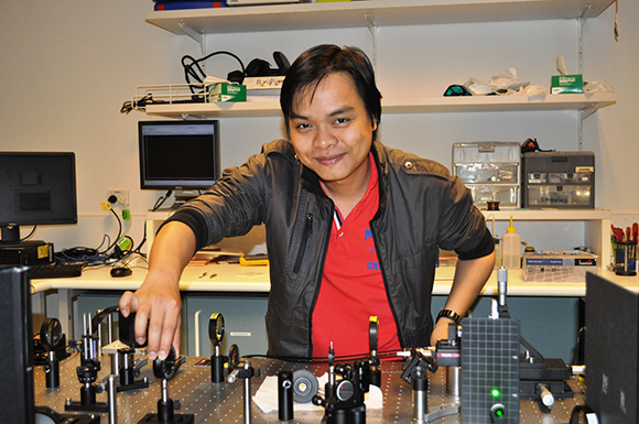 Trong Toan Tran was the lead author of the paper 'Quantum emission from hexagonal boron nitride monolayers.'