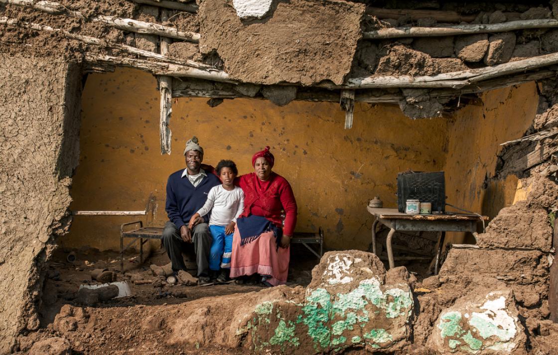 Photo: Mncedisi Dlisani and Nokwakha, 2015. Copyright: Thom Pierce