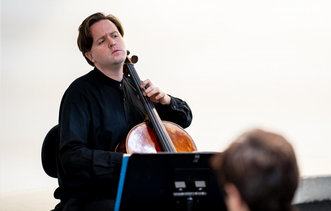 Thomas Rann playing cello