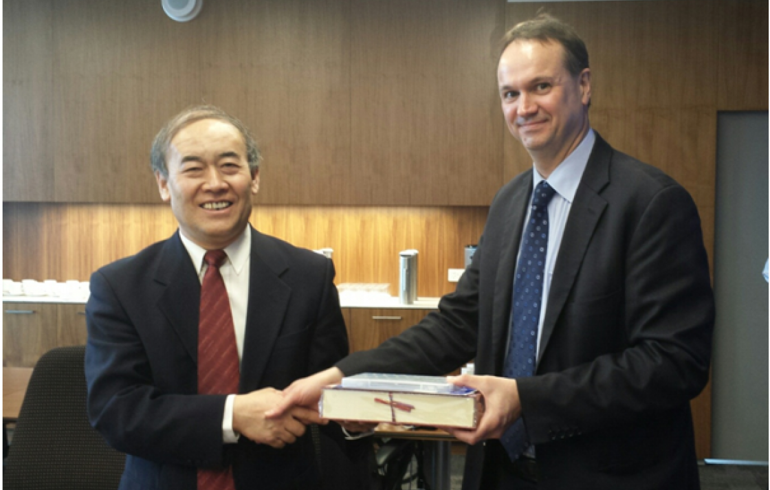 Prof Xu Liu, Vice President of the Chinese Academy of Engineering and Prof Ian Burnett, Dean of the Faculty of Engineering and Information Technology