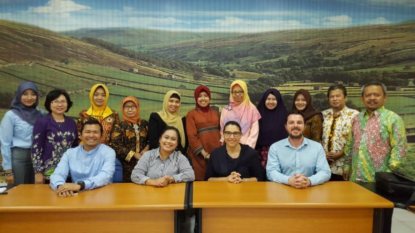 Dr Reece Hinchcliff with University of Diponegoro managers