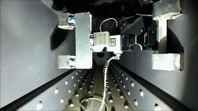 Harbour bridge maintenance robot
