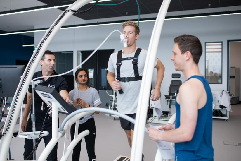 UTS sport and exercise students assess a runner