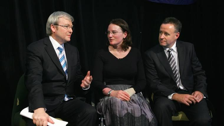 Cynthia Banham (center) alongside Former Australian Prime Minister Kevin Rudd (L) her doctor (R) in 2008. An Australian sports commentator has been widely criticized after appearing to mock the coin toss of double amputee Cynthia Banham.