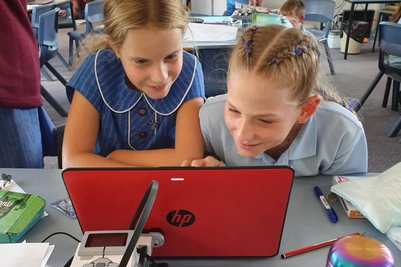 Young girls from Sutherland North Public School taking part in the STEM pilot.