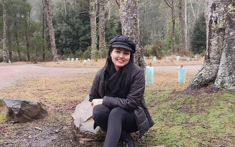 Photo of Shilpa Thakur sitting at park