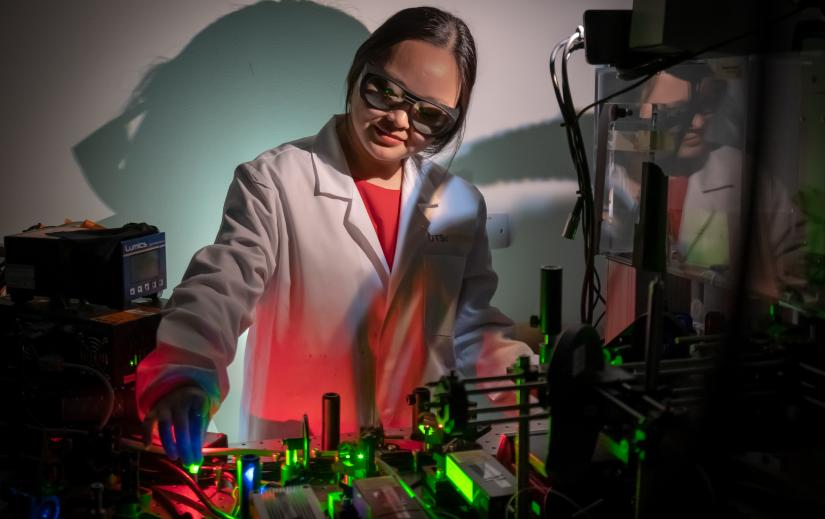 Dr Jiajia Zhou from UTS IBMD, specialises in building single particle optical spectroscopy to uncover the more unpredictable behaviour of nanoparticles