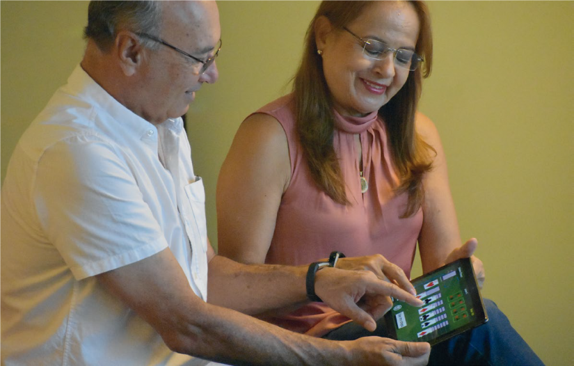 Exergame - Solitaire Fitness - elderly man and woman using iPad to play Solitaire