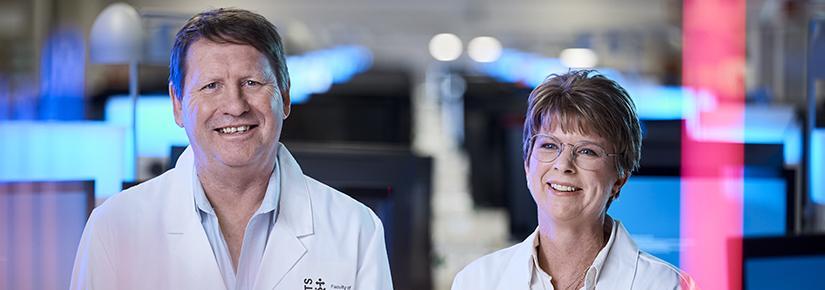 Prof Phil Hansbro and Dr Nicole Hansbro in their lab