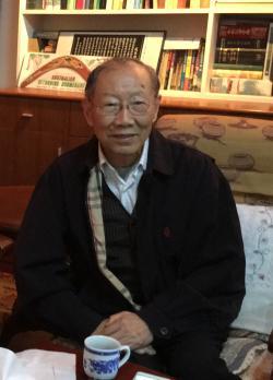 Liu Junde in his study