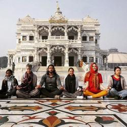 Photo of students sitting in front of a palace