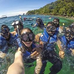 Photo (selfie) of a group of students in diving gear, in the ocean
