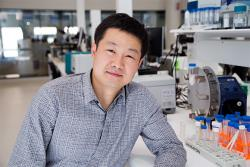 Professor Dayong Jin is director of a $3.7 million ARC Industrial Transformation Hub whose objective is to develop portable diagnostic devices with superior detection capabilities