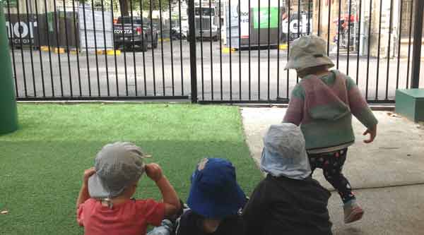 Children watch construction of the new Blackfriars Children's Centre